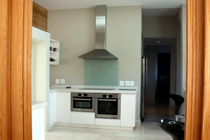 High Gloss White Spray Kitchen Cabinetry