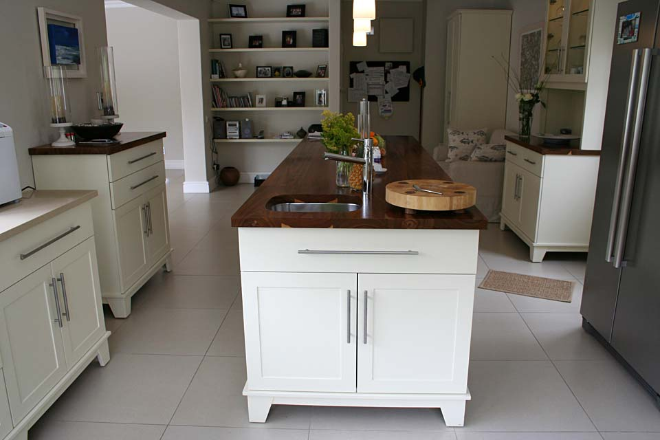 Satin Spray Shaker-Style free-standing Cabinetry