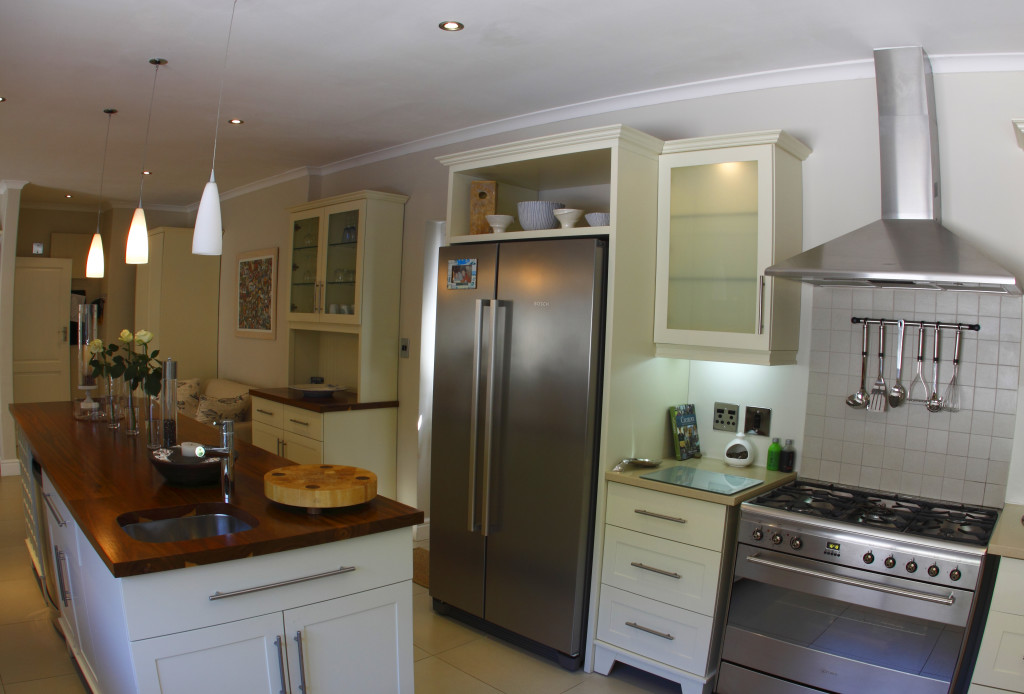 Kitchen bendon dng interiors cape town south africa for Kitchen doors cape town