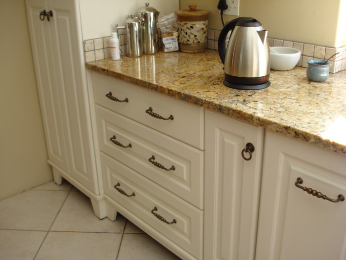 Kitchen holmes dng interiors cape town south africa for Cream shaker style kitchen cabinets